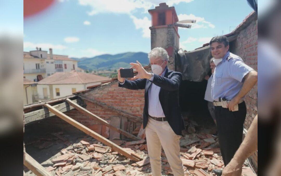 """""""Caro sindaco Ghinelli, i tetti non cadono per loro scelta"""""""